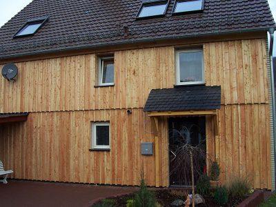 Framke Dachdecker: Fassade, Lärchenschalung und Schieferdach