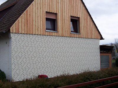 Framke Dachdecker: Fassade, Zierer-Fassade (unten)