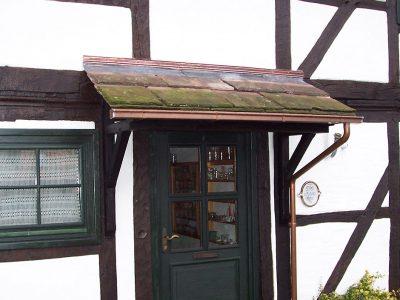 Framke Dachdecker: Vordach, Sandsteindach