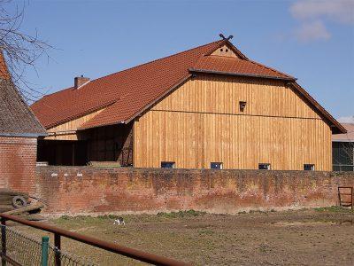 Framke Dachdecker: Dachkonstruktion und Fassade für einen Pferdestall
