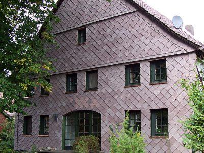 Framke Dachdecker: Fassade, Sandstein